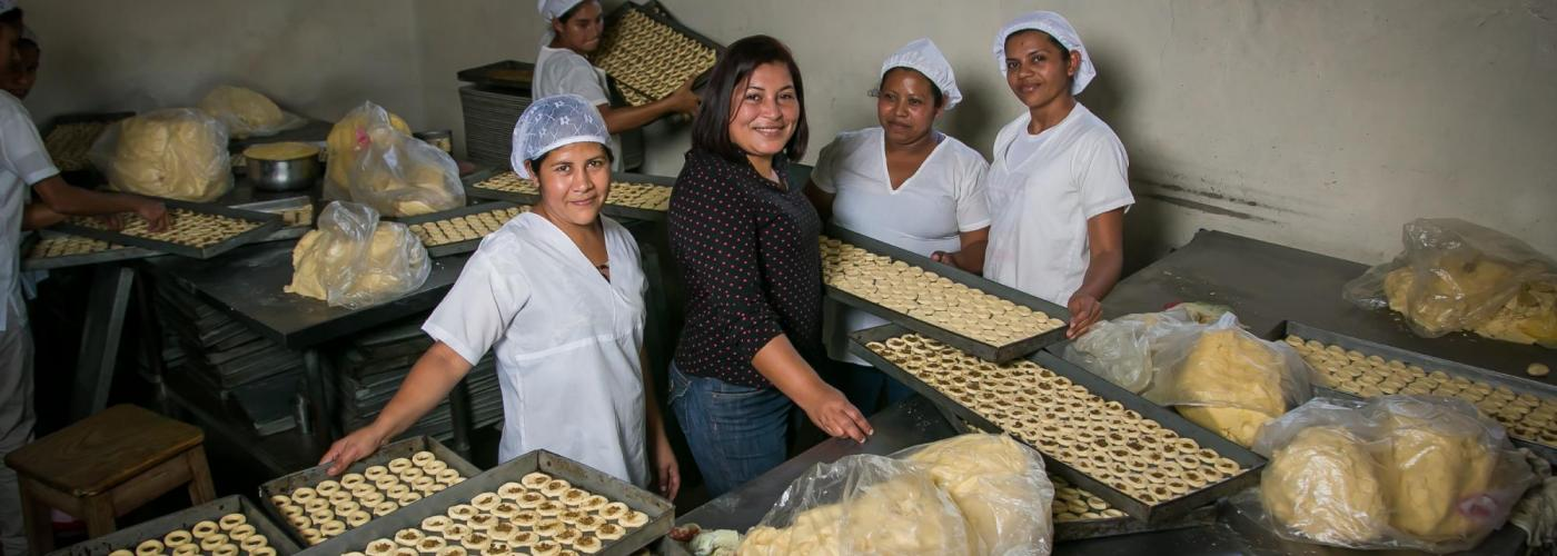 Fátima Carazo, center, is the founder of Rosquillería Alondra, a family business in Nicaragua that produces and sells corn biscuits and other traditional corn-based baked goods. / Agora Partnerships