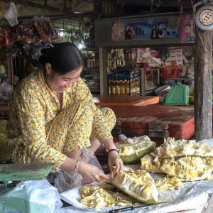 female jack fruit carver in fresh foods market in Siem Reap, Cambodia. Photo credit: https://www.flickr.com/photos/jfgallery/