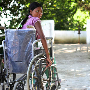Young woman in wheelchair. Photo by Humanity and Inclusion.